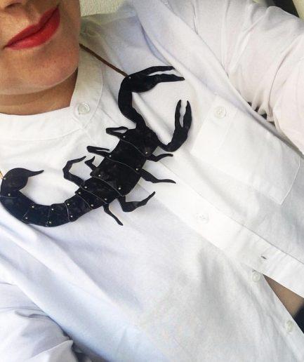 Colgante Escorpión - Le Voilà. Look